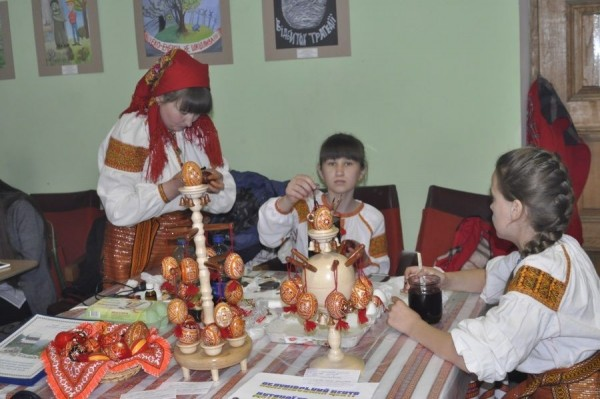 Свято писанки в Коломиї 2016